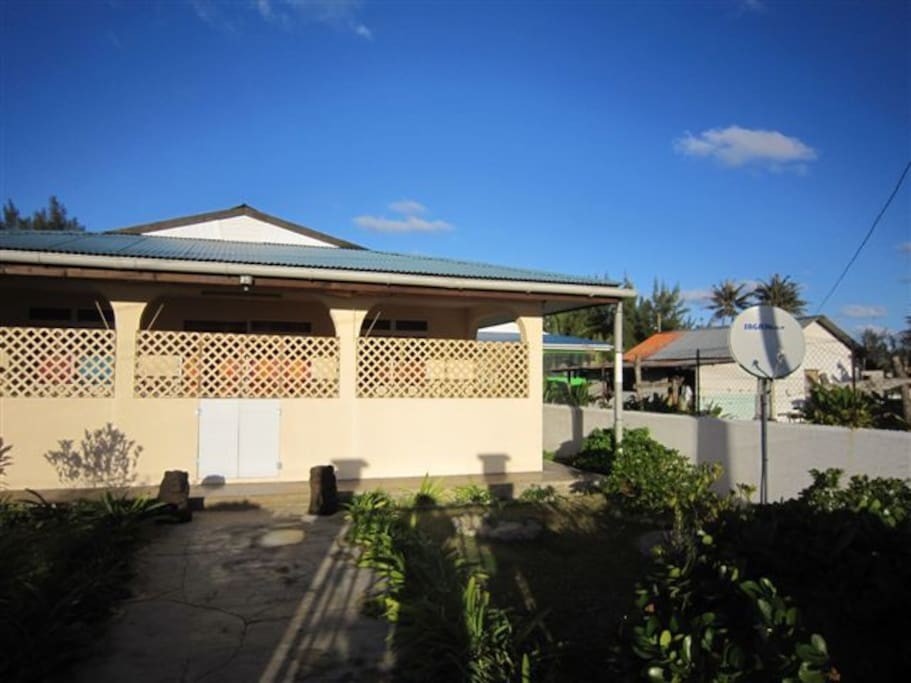 Rurutu maison f3 contemporaine avec garage maisons for Maison a louer avec garage