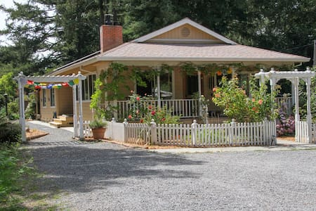 Redwood Cottage, Pet Friendly, Hot Tub, 6.5 Acres - 옥시덴탈(Occidental)