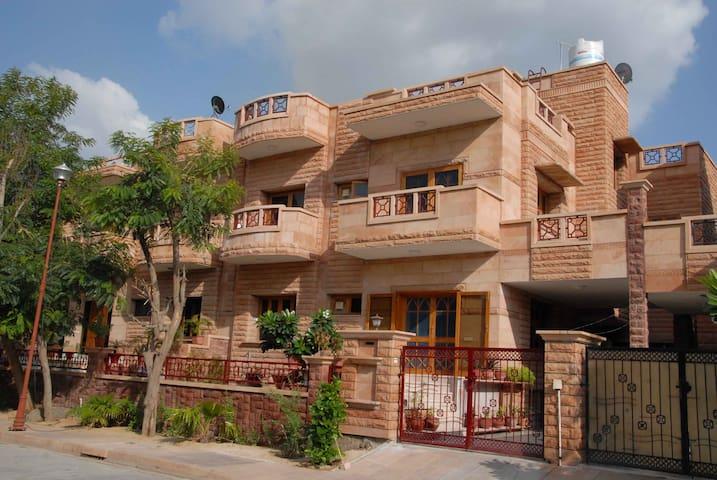 Apnayt Villa - Jodhpur - Aamiaismajoitus