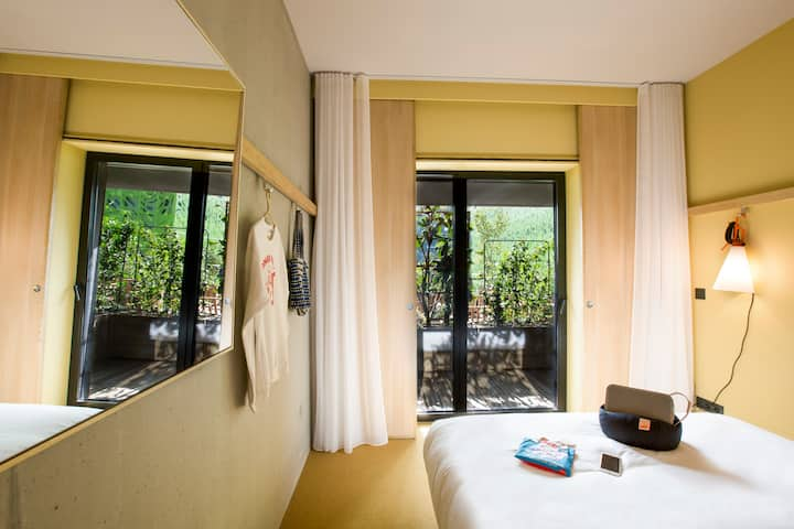 Charming room with breathtaking view on the Saône