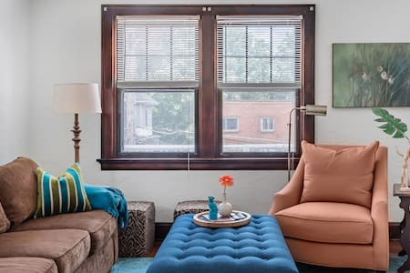 Snuggle up at a Homey Haven in Energetic Oakley/Hyde Park