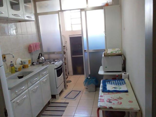 Apartamento de  dois quartos  mobiliado e completo