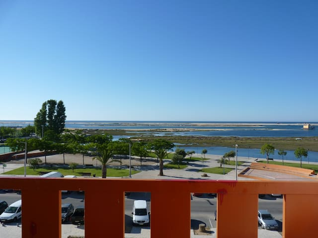 Frontline apartment with aircon & great sea views - Fuseta