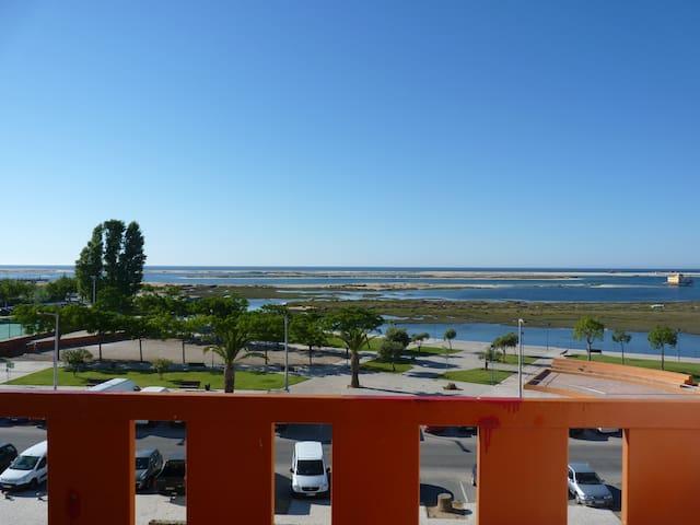 Frontline apartment with aircon & great sea views - Fuseta - Huoneisto