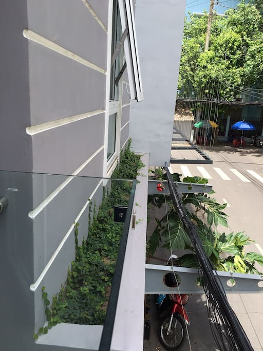 Street view from 1st floor studio's balcony