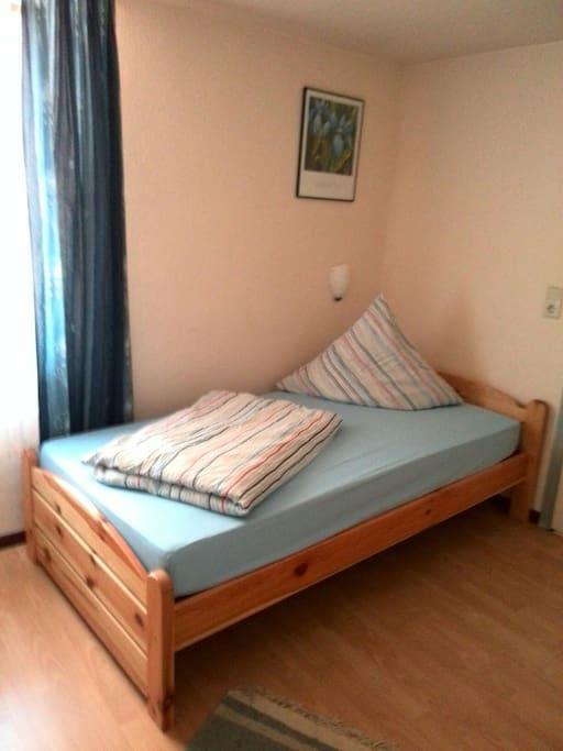 Eines der 2 Betten in diesem Zimmer.