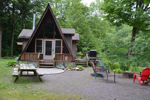 Wilderness Maple Leaf Cabin on Private Lake