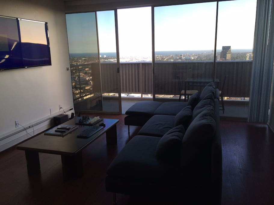 Santa monica ocean view penthouse apartments for rent in for Penthouse apartment los angeles