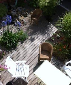 2 chambres dans maison de ville - Portbail - Bed & Breakfast