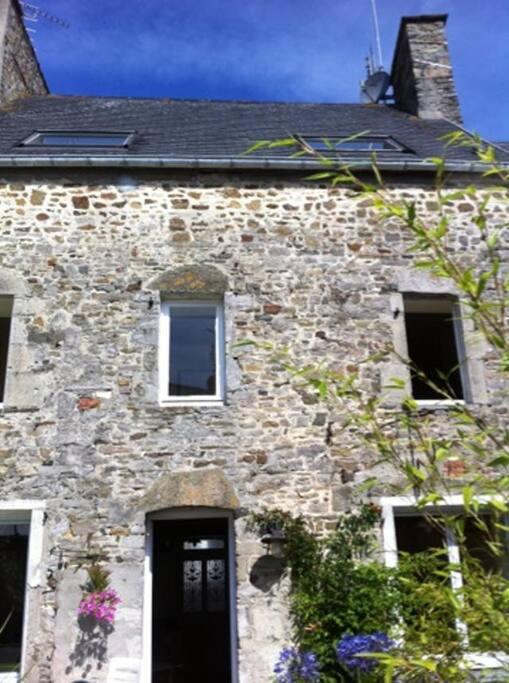 Une vieille maison familiale chargée d'histoire