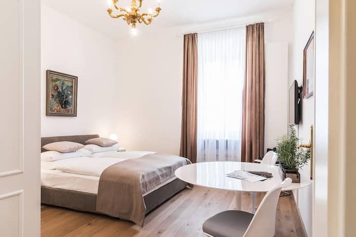 Zauberhafte Suite für zwei in Klagenfurt - BE3