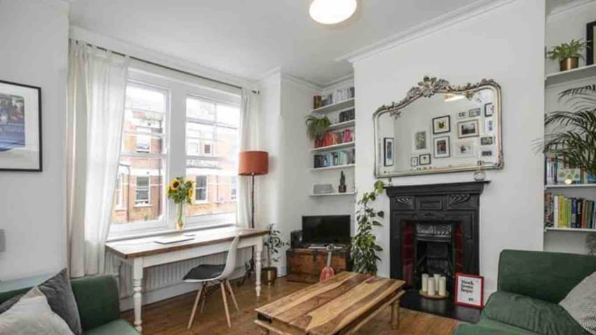 Beautiful flat, 3 mins from Brixton station