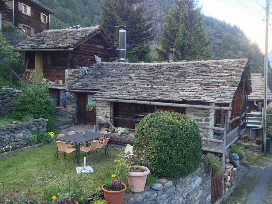 La casa e il piccolo giardino