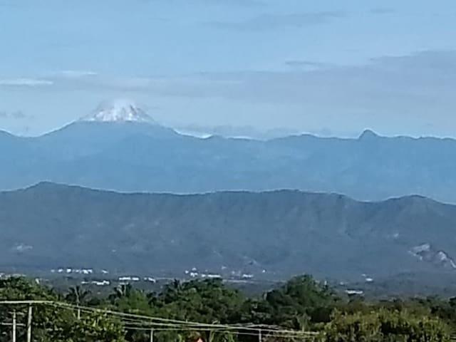 Cuando el cielo está despejado, desde La Capilla se pueden observar los nevados