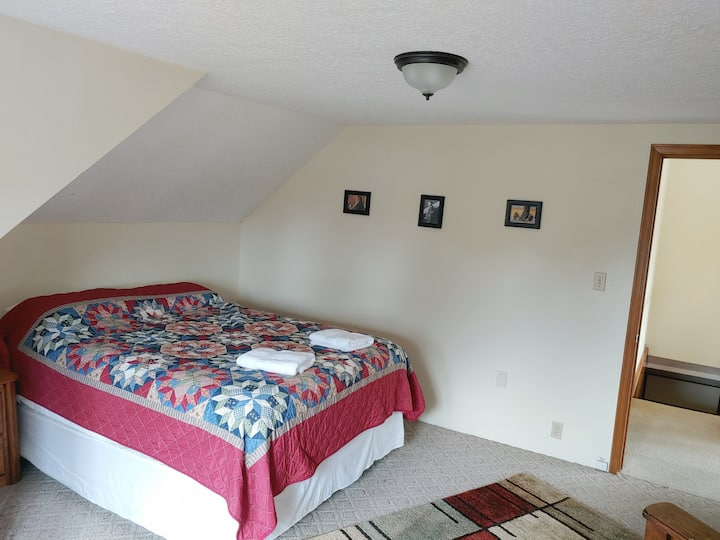Roomy, Light Filled Apartment Close to Downtown