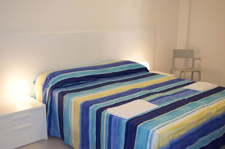 camera letto matrimoniale piano inferiore