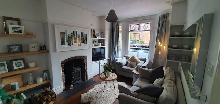 Lovely Victorian terraced house with private park