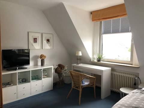 Freundliches Zimmer in ruhiger Wohngegend