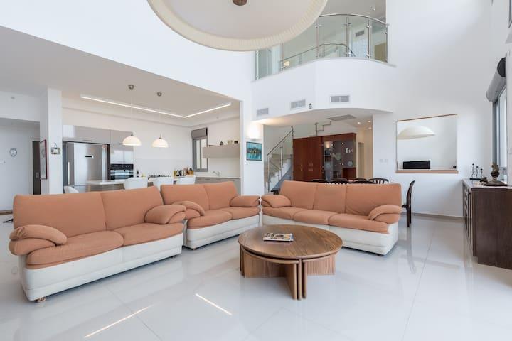 Beautiful Duplex Apartment - AB01