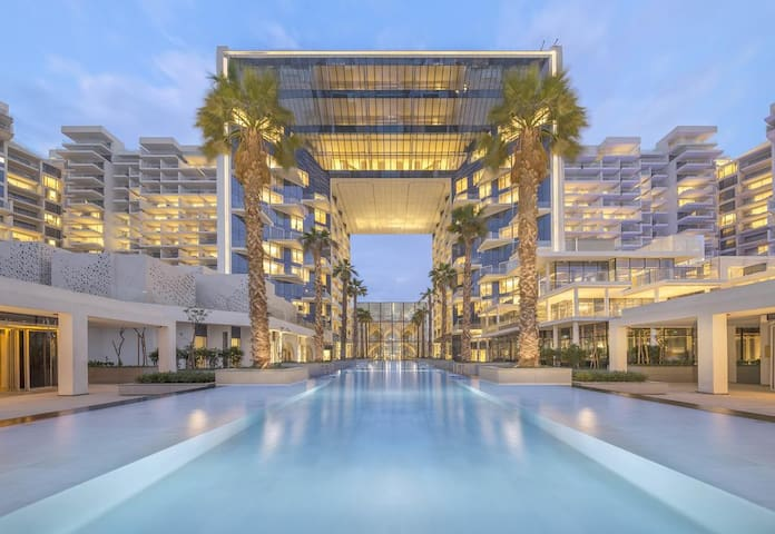 Luxurious Sea View Apt at FIVE Palm Jumeirah