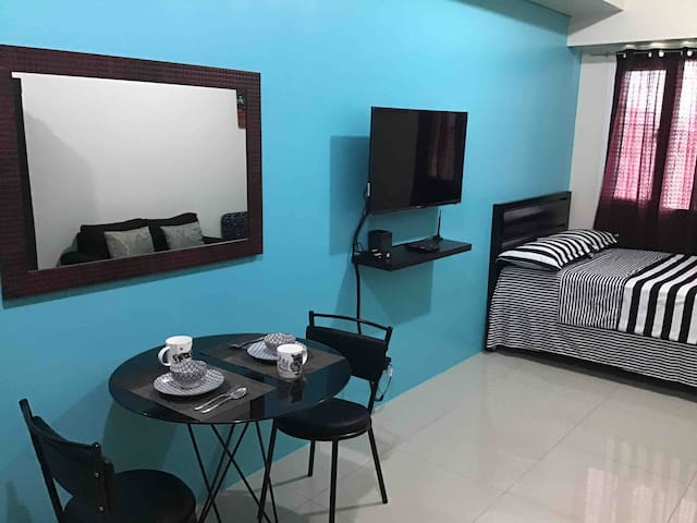 The New Getaway Home in Beacon Makati with Netflix