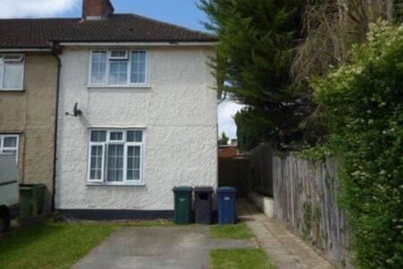 Single room in quiet house Colindale Burnt Oak Stn