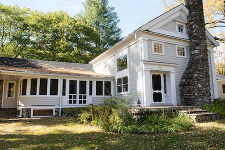 Spacious Berkshires Sanctuary with Spring-fed Pond - Alford