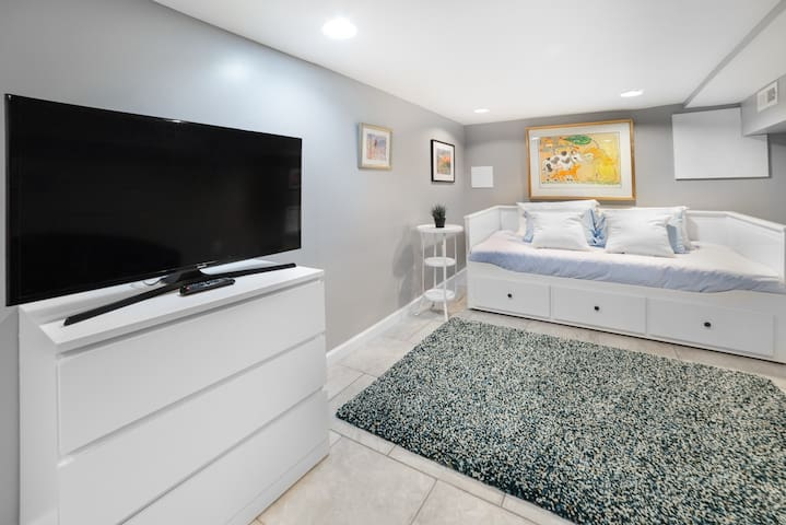 Cozy Room in Gorgeous, Newly Renovated Home