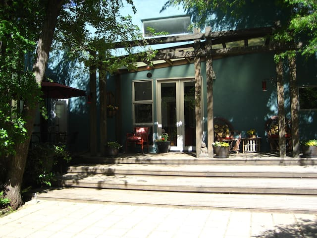 Charming Hideaway In The Center Of Taos