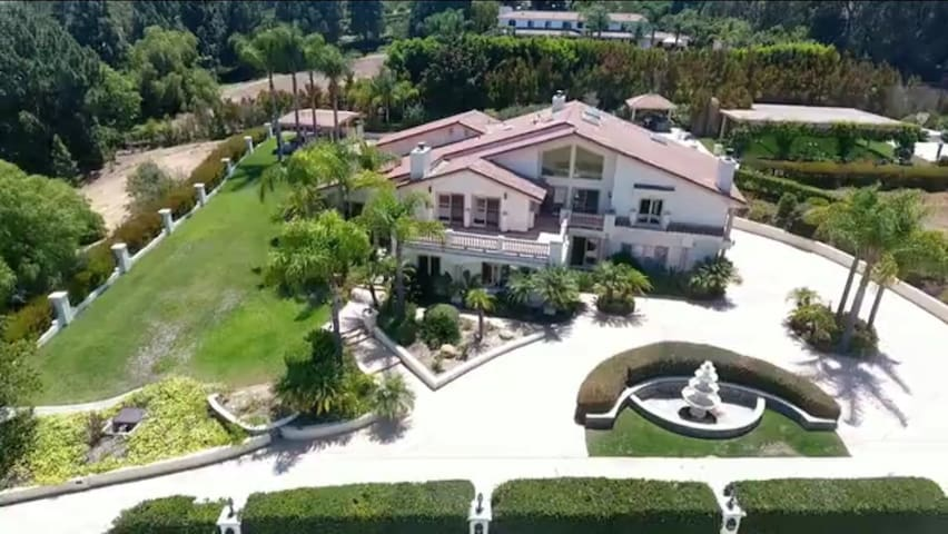 Mansion vacay home ! Perfect for business retreat