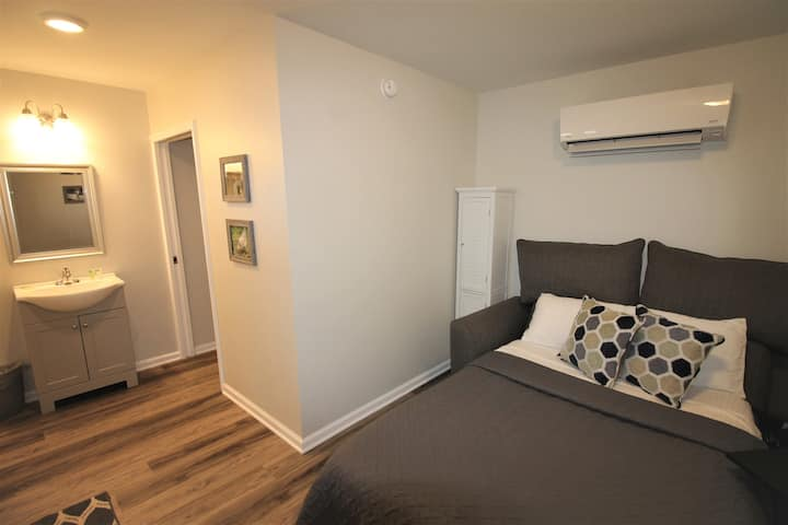 Adorable Efficiency Suite-2- Heart of Kenbridge!