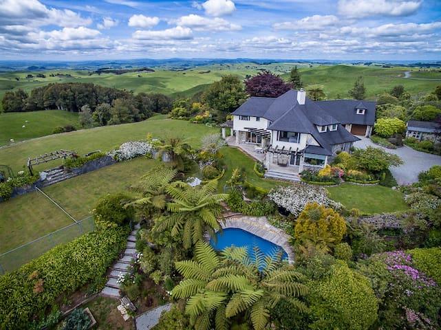"""The Loft""  5 star luxury farmstay"