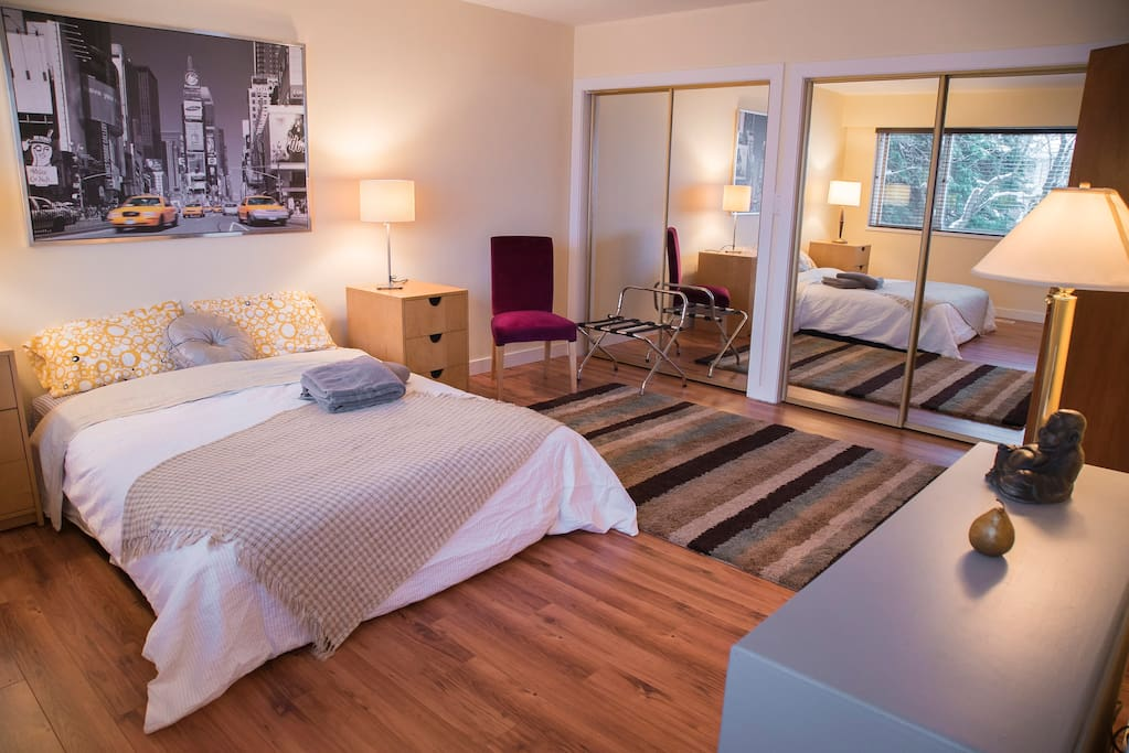 A nyc room lrg master w private bath skytrain houses for Rooms for rent in nyc with private bathroom