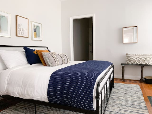 Master BR w/ King bed and crisp, fresh linens - where a sumptuous night's sleep awaits!