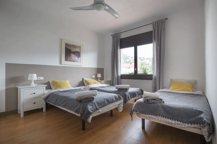 Spacious triple room in sea-view villa. - Sitges - Maison