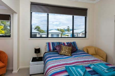 Beautiful Queen Room in Gerringong - Gerringong