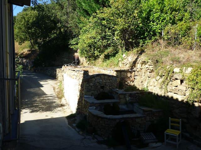 dans village paisible sur circuits de randonnées - Taussac-la-Billière - House