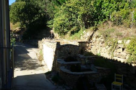 dans village paisible sur circuits de randonnées - Taussac-la-Billière - Dům