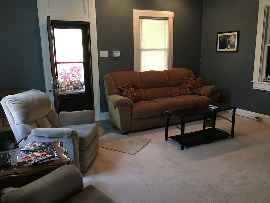 Living room - with cable, wifi and small front porch
