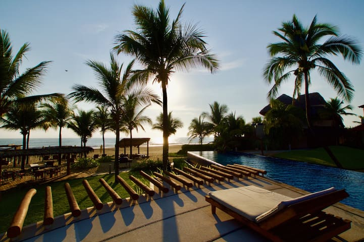 BEACHFRONT Luxury - 2BR / 2BA Casita - Zihuatanejo - Apartment