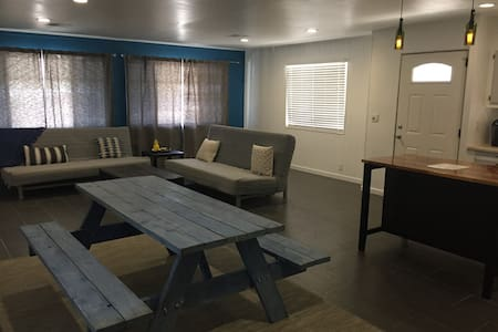 Top 20 laughlin vacation rentals vacation homes condo for Laughlin cabins