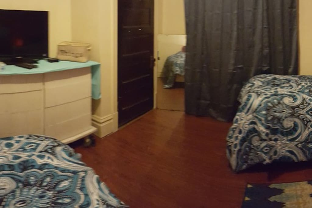 2 beds 2 dressers 2 closets tv cable wifi