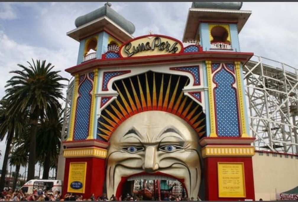Just a 2 min taxi ride or 15min walk or one tram ride to the famous Luna Park