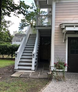 Private, Upstairs Studio Suite in Habersham
