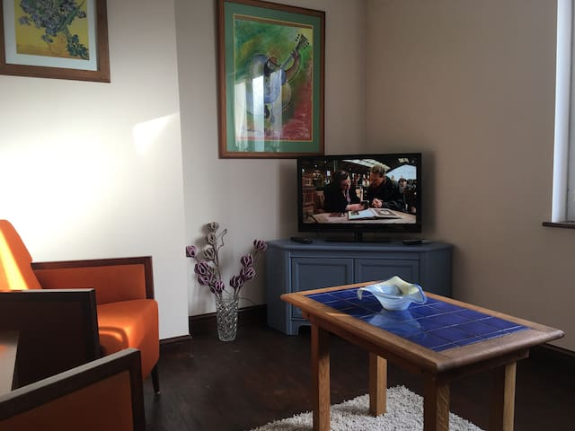 Maison accueillante au coeur du village de Passais