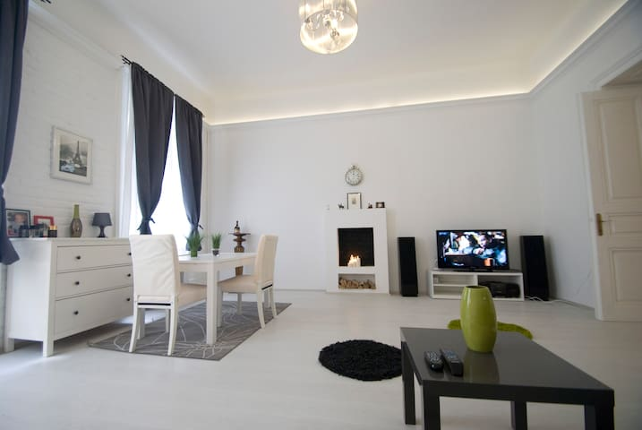 Historical apt at Market hall+WIFI - Budapest - Apartment