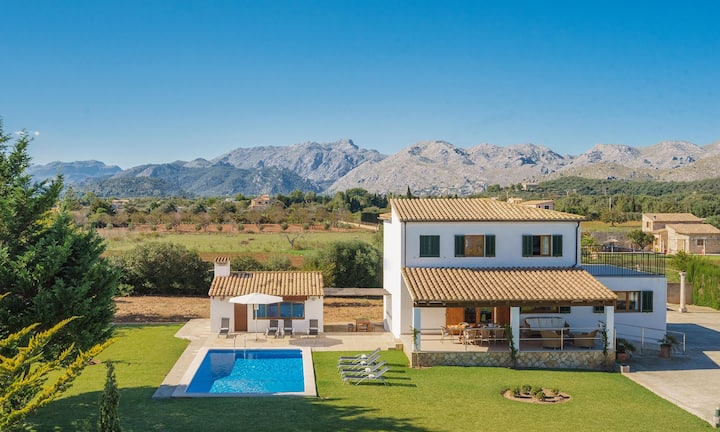 Family villa in Puerto Pollensa with large outdoor space with private pool and table tennis.