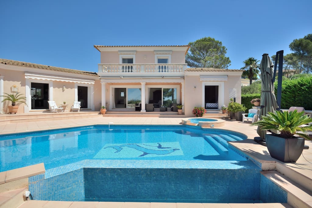 Beautiful private villa with lots of privacy