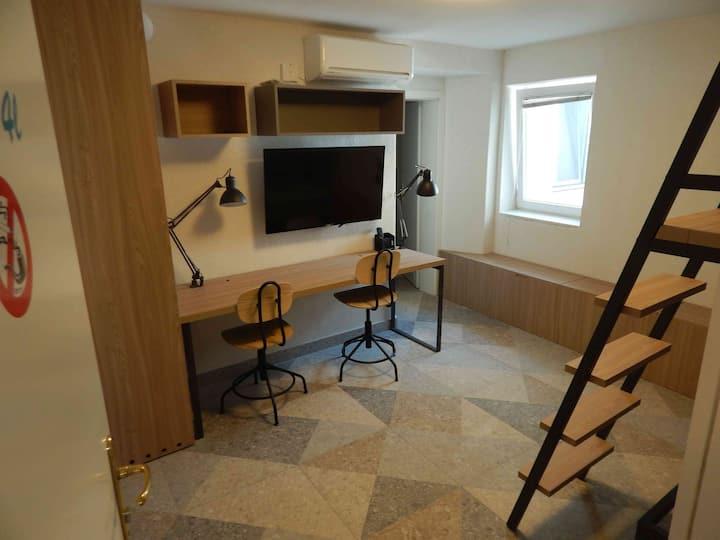 room for 2 people, MLADINSKA 7 room N. 4L