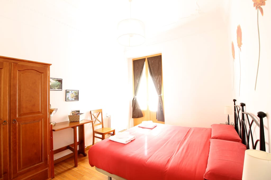 Very sunny room with Fan, air conditioning and  private balcony overlooking one of the most central pedestrian street of the city center